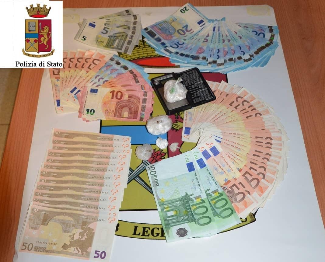 Roma, acquisti all'outlet di Valmontone con banconote false: arrestate due donne