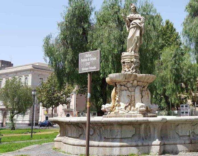 Piazza Borgo. Palazzo Porto Sollima