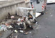 Cassonetti rifiuti bruciati nei pressi di via XXXI Maggio a Catania