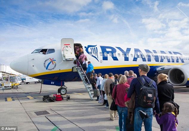 Ryanair cancella 2.000 voli, Codacons denuncia la compagnia