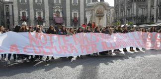 studenti scuola Cutelli piazza Duomo